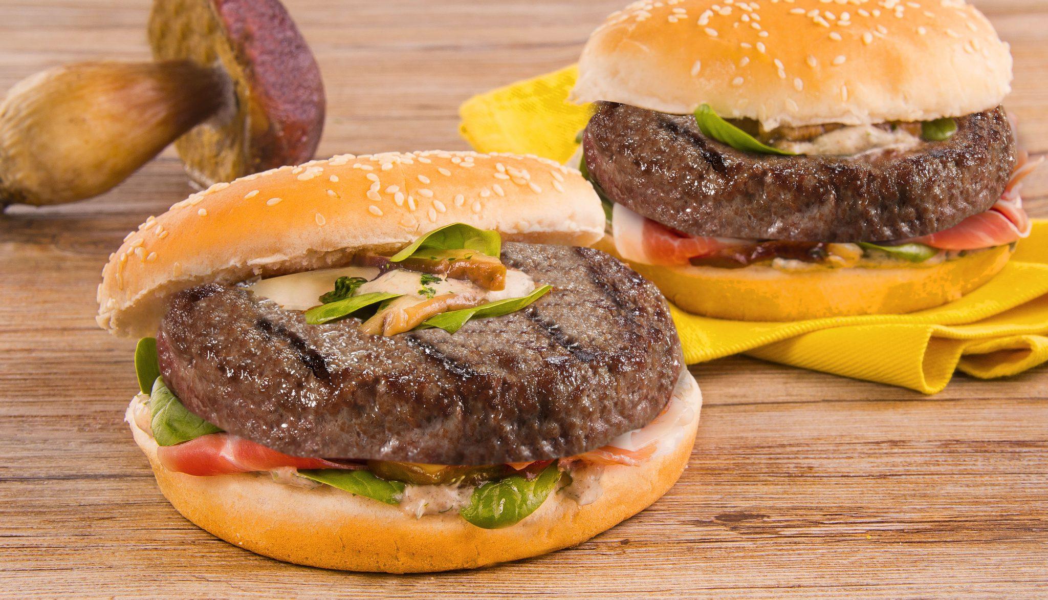 Hamburger Gourmet con funghi porcini, Crudo di Parma e spinaci