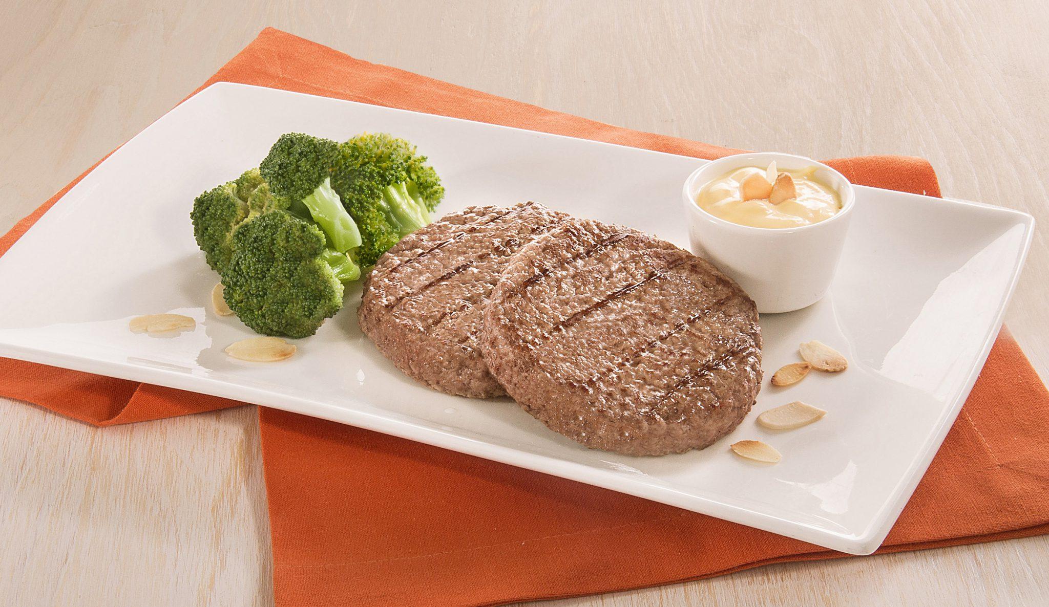 Hamburger con broccoli e crema di formaggio