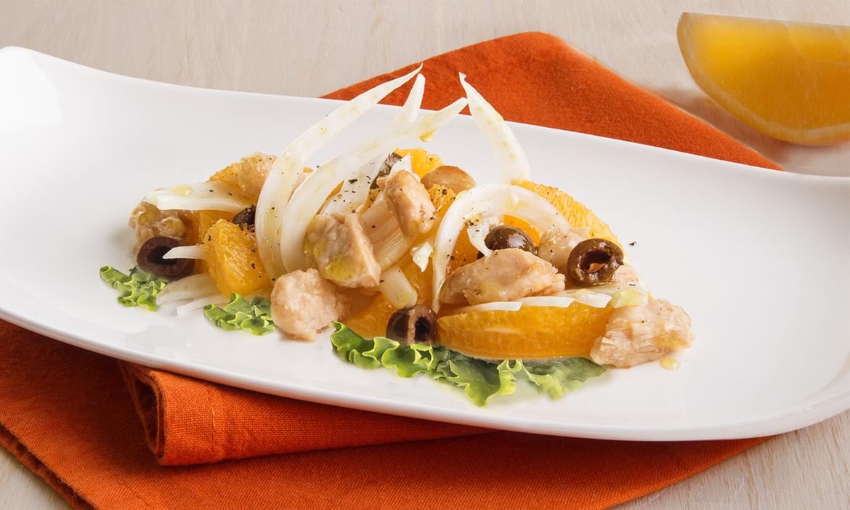 Insalata fantasia con Leggera di pollo, finocchi, arance e olive