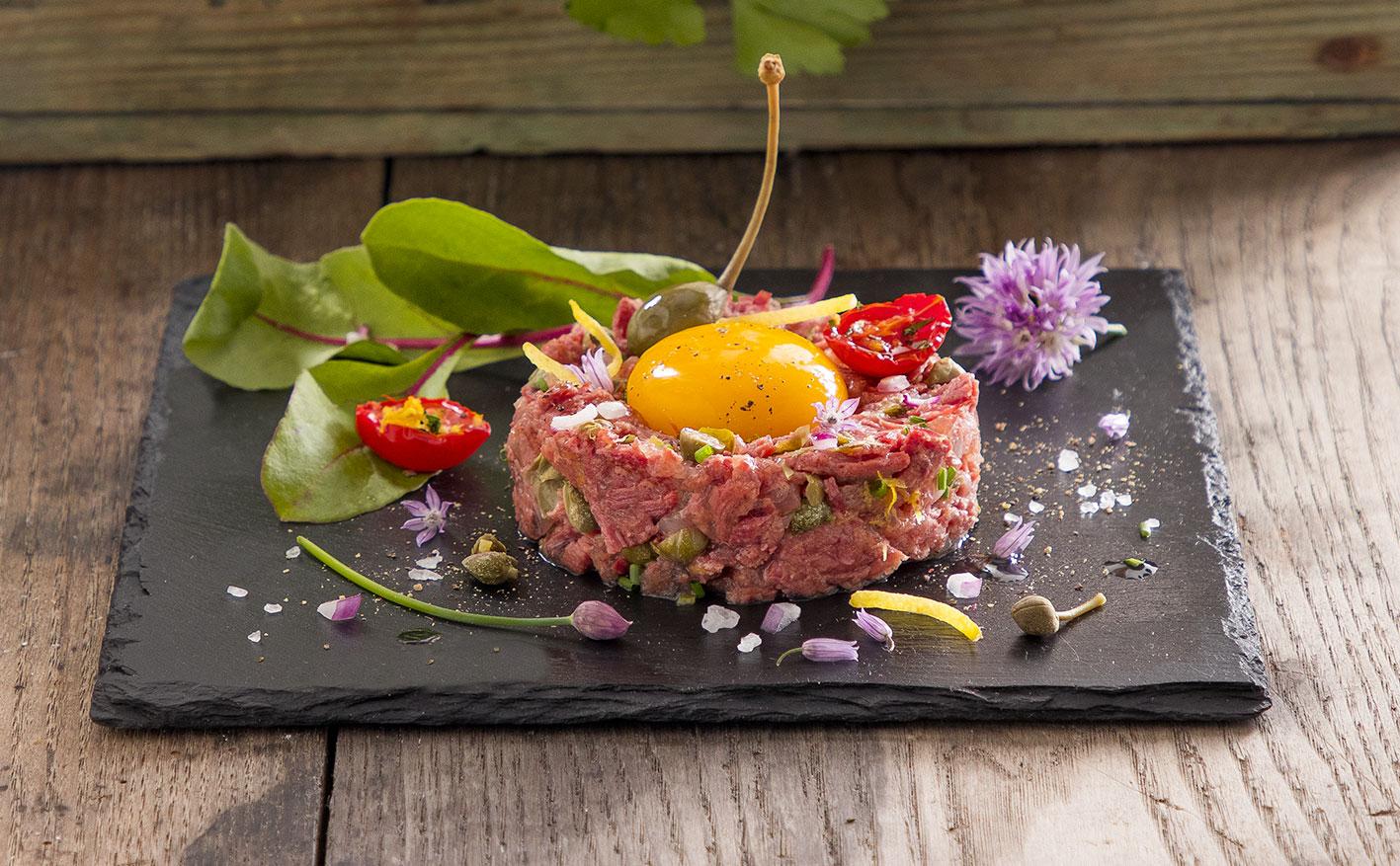 Tartare di carne con pomodorini confit