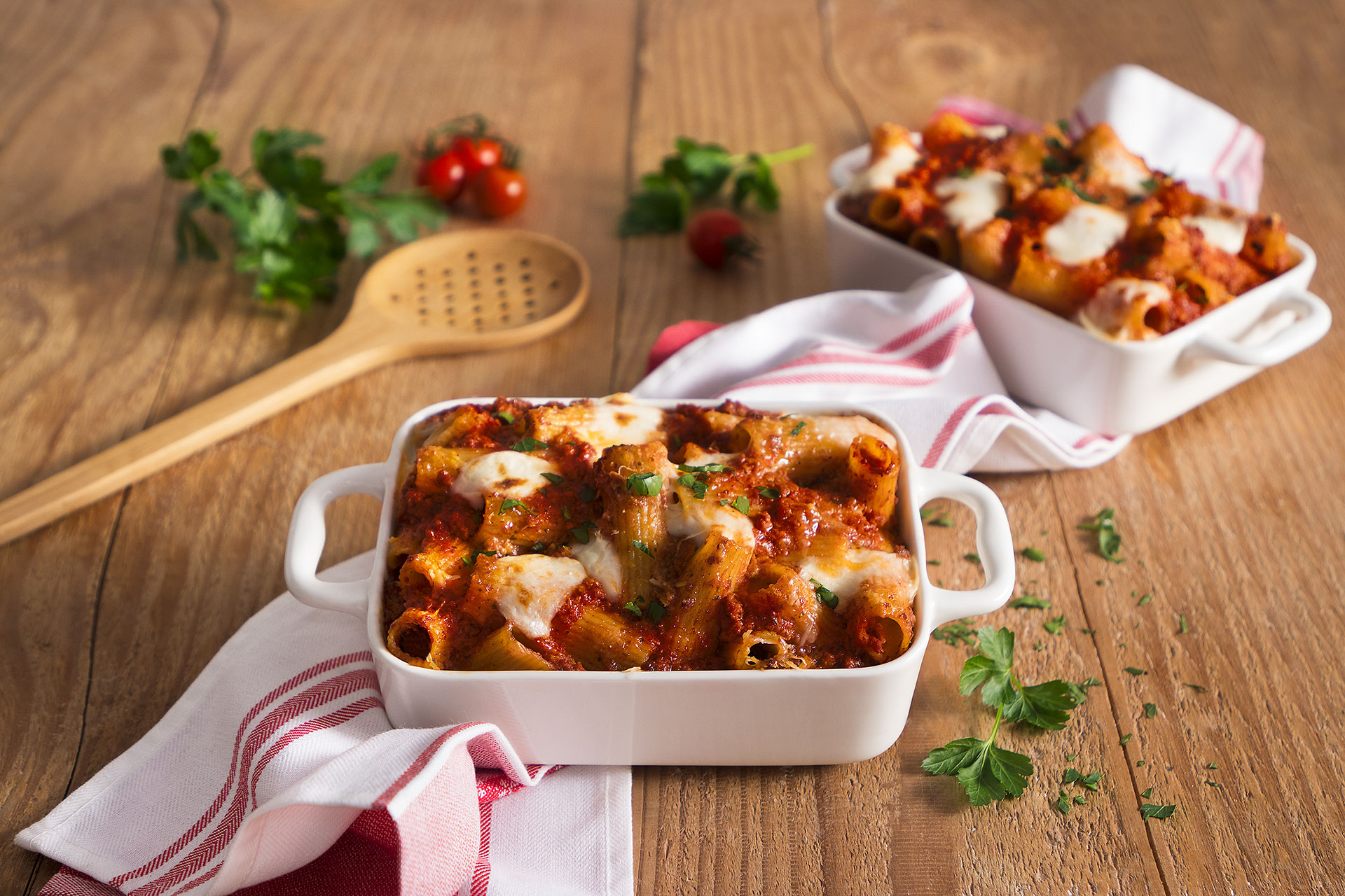 Rigatoni con ragù alla salsiccia, besciamella e formaggio
