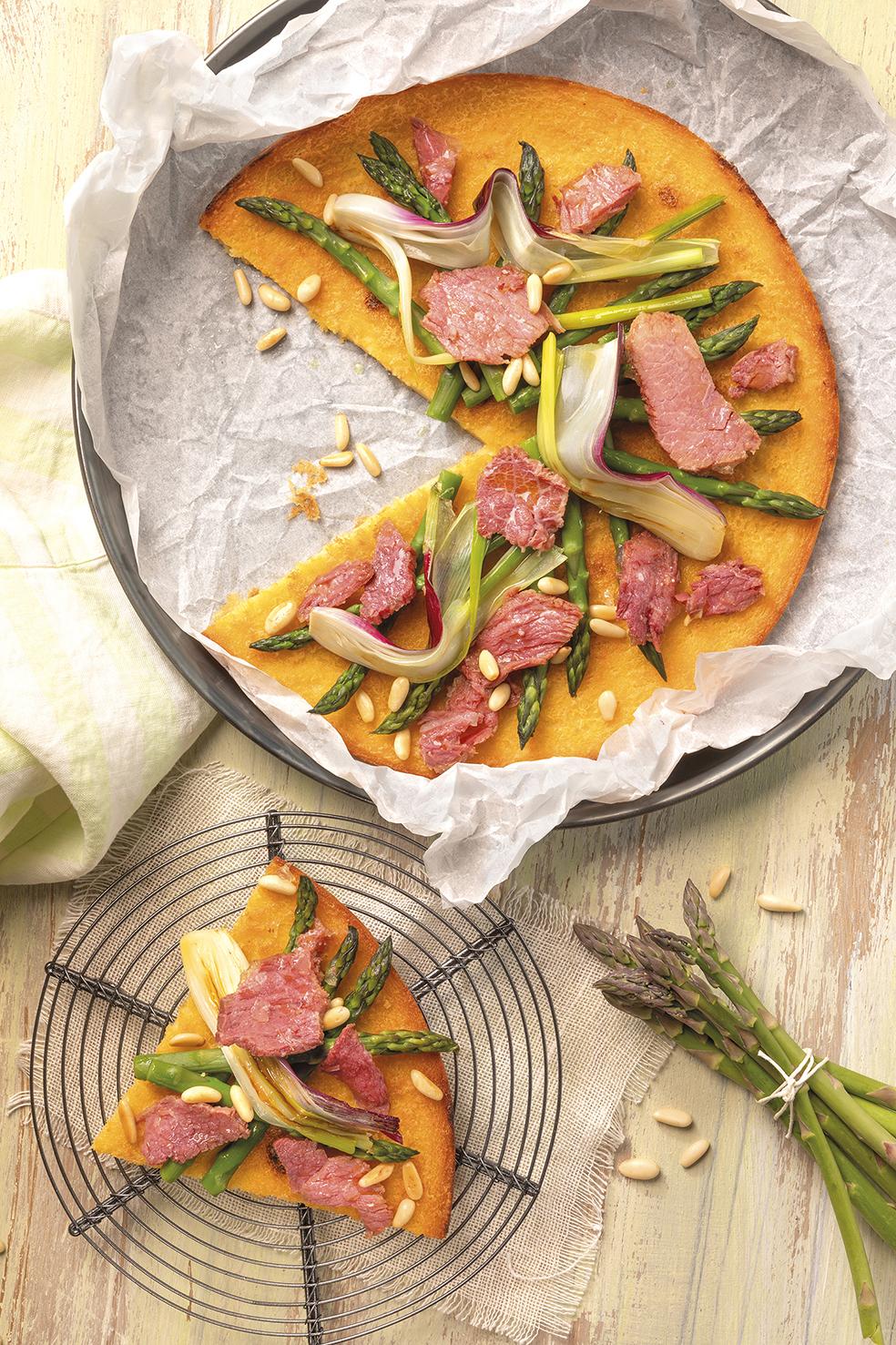 Farinata di ceci, carne in gelatina, asparagi e cipollotto