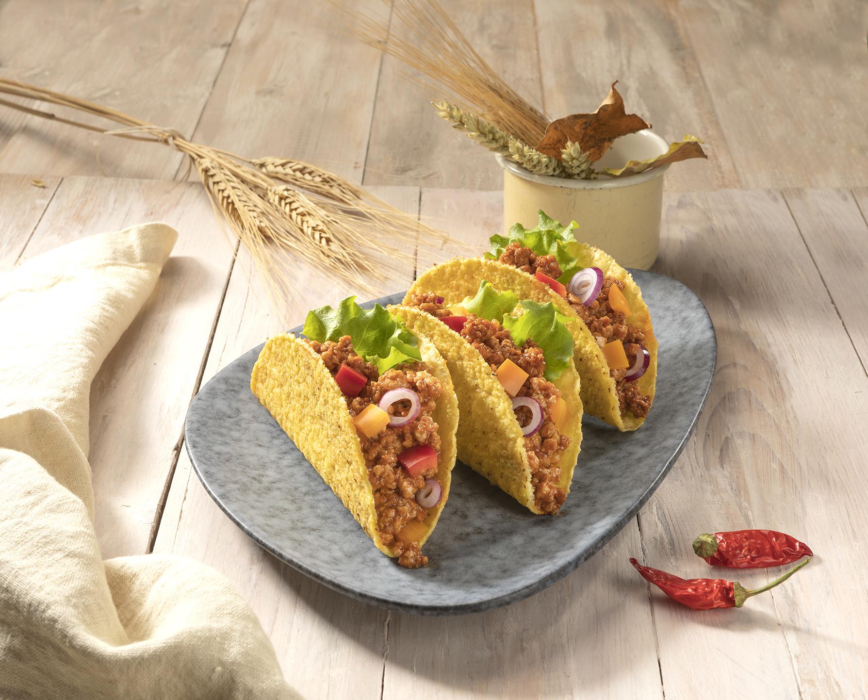 Tortillas croccanti con ragù, peperoni e cipolla